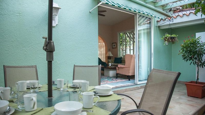 Villa Verde - Three Bedroom House, Sleeps 8, holiday rental in San Juan