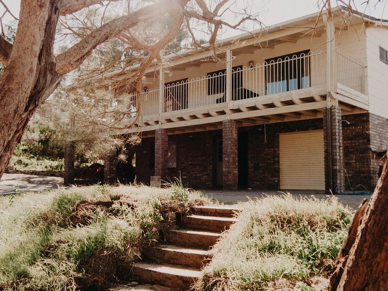 Enjoy a peaceful bush setting just a 3 minute walk from the beach., holiday rental in Mandurah
