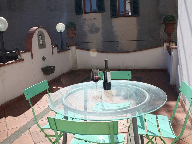Casa indipendente con terrazza nel cuore di Firenze, holiday rental in Reggello