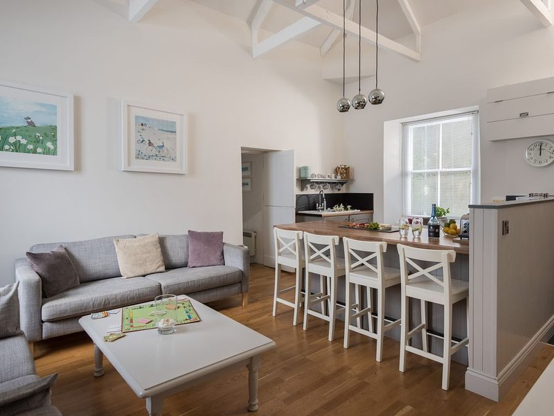 Cornish Cottage with glimpses of sea and St Michael's Mount, holiday rental in Goldsithney
