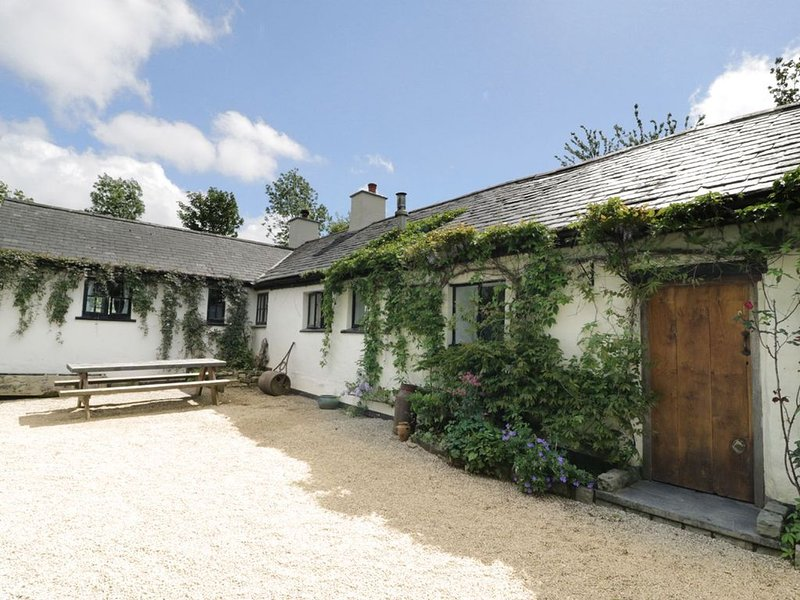 Welsh Long Cottage with views of Snowdonia, vacation rental in Llanrwst
