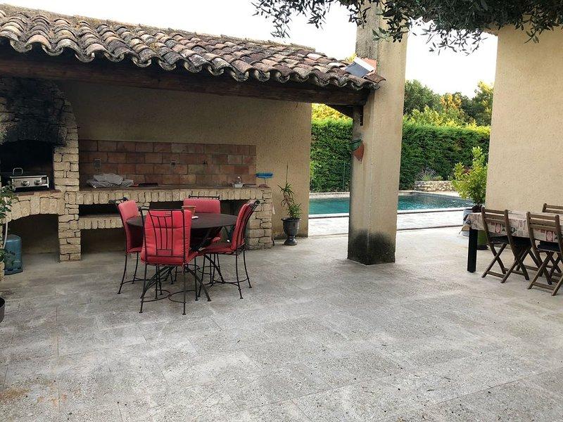 Maison de 160m2  avec piscine privative jardin clos à 5mn de Lourmarin, Ferienwohnung in Lauris
