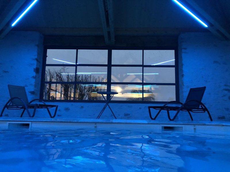 MAISON DE VACANCES AVEC PISCINE INTERIEURE, holiday rental in Saint Aubin du Desert