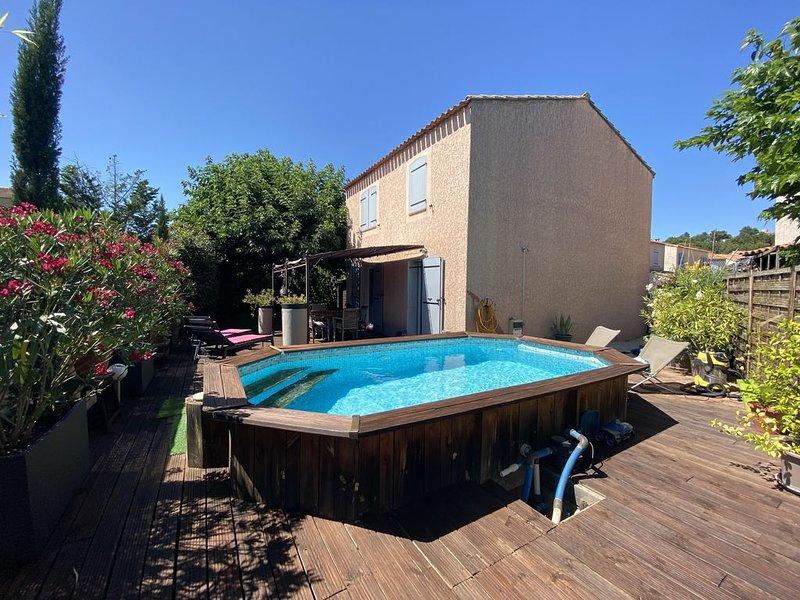 Maison à 10 mn d'Aix en Provence 3 chambres, 6 personnes  Piscine Climatisation, holiday rental in Les Milles
