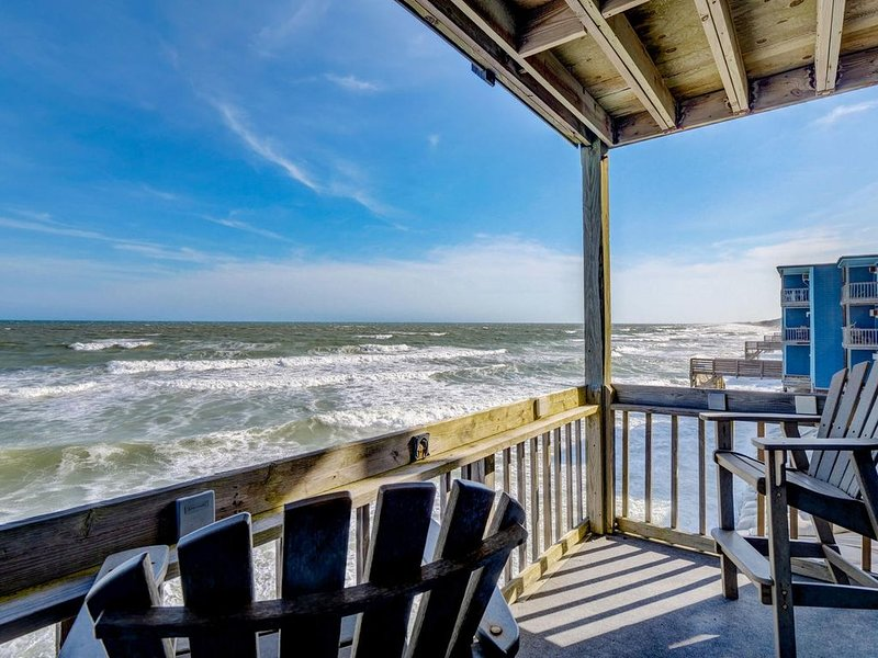 Beautiful one bedroom OCEANFRONT condo Newly Remodeled., alquiler de vacaciones en Jacksonville