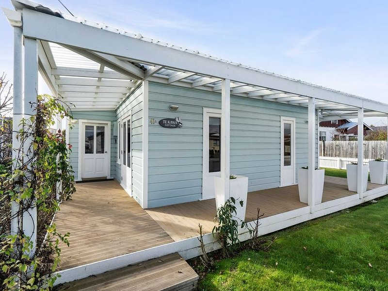 Te Kawa Cottage - Martinborough Holiday Home, Ferienwohnung in Greytown