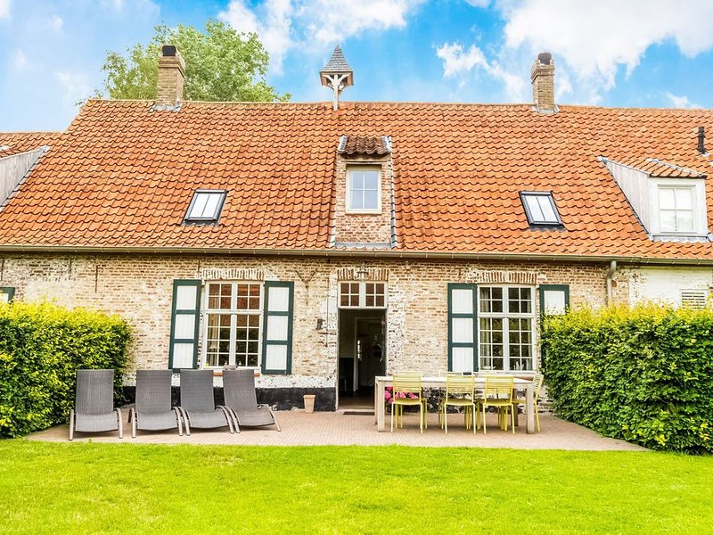 Farm on authentic historic farm complex in the middle of the polder landscape n, location de vacances à Beernem