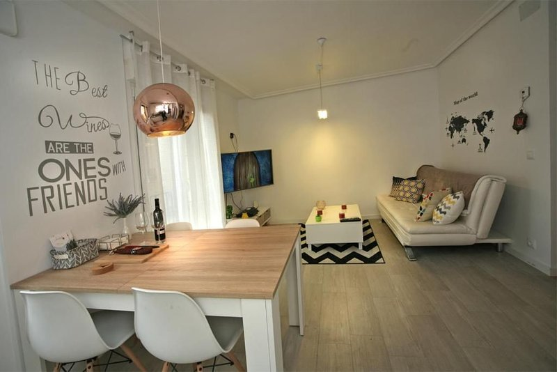 Apartamentos La Herradura Plaza, vacation rental in San Asensio