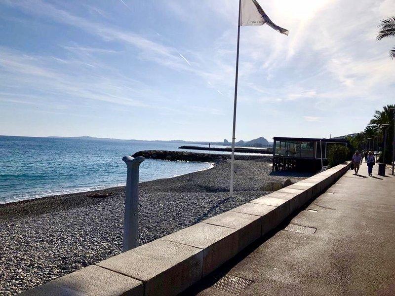 Cosy beach flat / cozy apartment 'feet in water', alquiler de vacaciones en Cagnes-sur-Mer