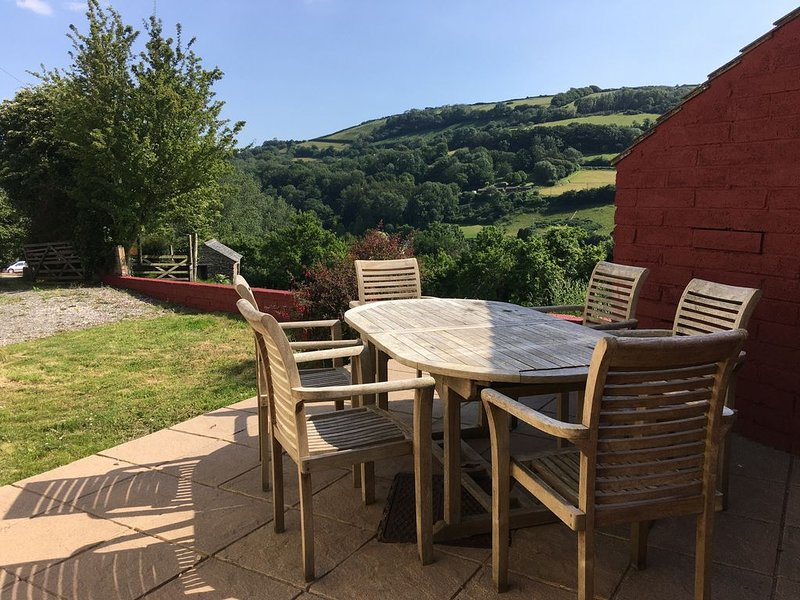 Stunning Devon views from this (new listing for 2020) ground floor cottage, vacation rental in Exmoor National Park