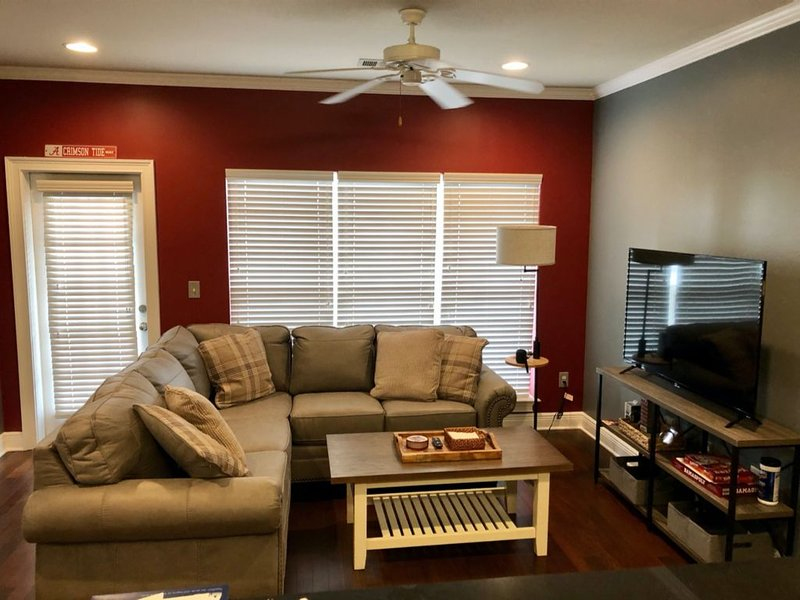 Less Than One-Mile From Bryant Denny & Coleman Coliseum, vacation rental in Tuscaloosa