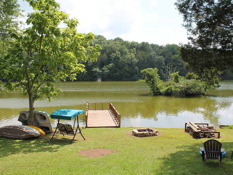 Quiet Charming House on Lincoln Lake, location de vacances à Tullahoma
