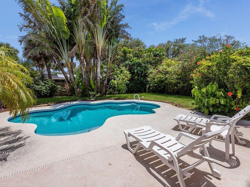 Heated Pool- Tropical Paradise 4 bedrooms 2 baths, vacation rental in Merritt Island