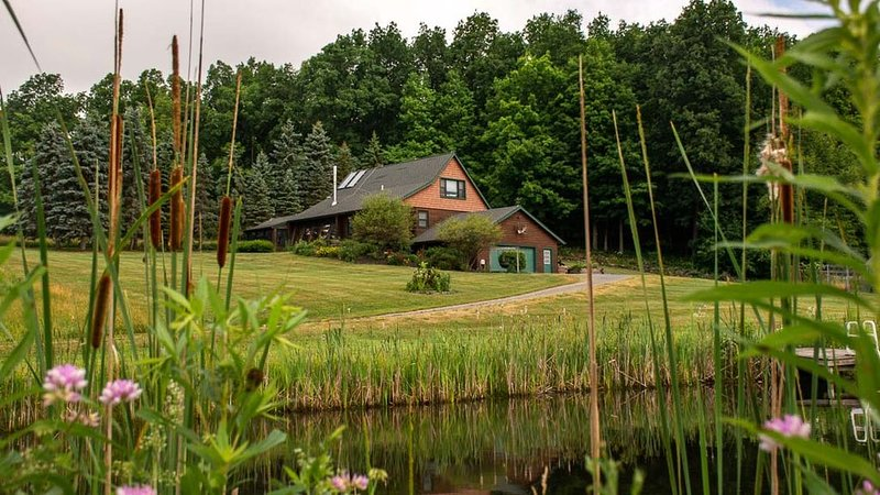 Harmony Hill: 52 Acres of Adventure and Fun!, holiday rental in Fairport