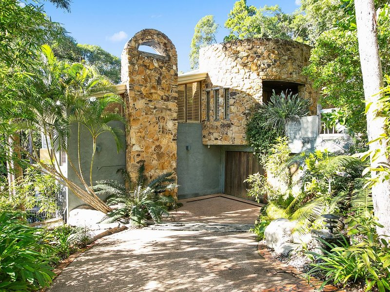 ★20 Little Cove★4bed Lux Home+ Pool - Sleeps 16, holiday rental in Noosa Heads