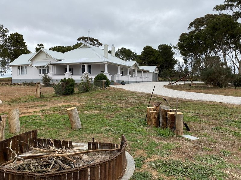 Luxury, Rural, Retreat . This is a holiday for everyone!, holiday rental in Burra