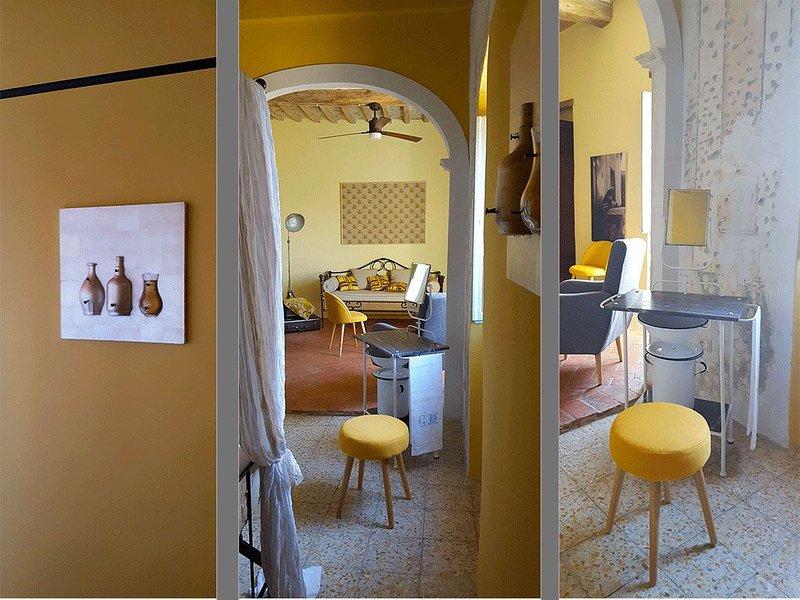 Maria's Home: view to the valley down to the sea. Magic., location de vacances à Sticciano Scalo