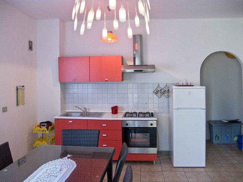 Casa Vacanze Casa Filomena - Appartamento Ovest - in villa con giardino, holiday rental in Nereto