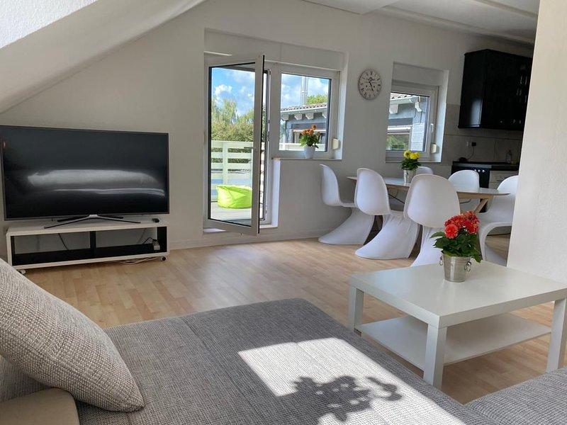 schicke Wohnung mit Balkon, Grill und Beefer, vacation rental in Kerpen