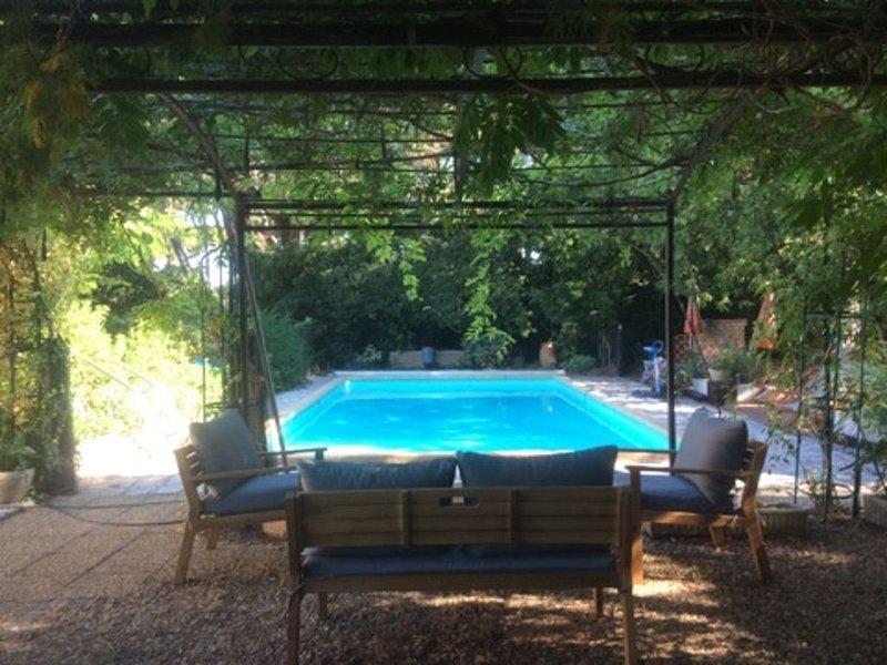 Détente et repos dans une belle propriété du Brusc, holiday rental in Ile des Embiez