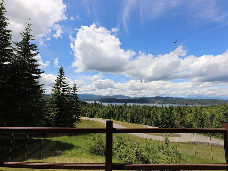 Breathtaking Lake Views with water access from this 4,200 square foot home., holiday rental in Worley