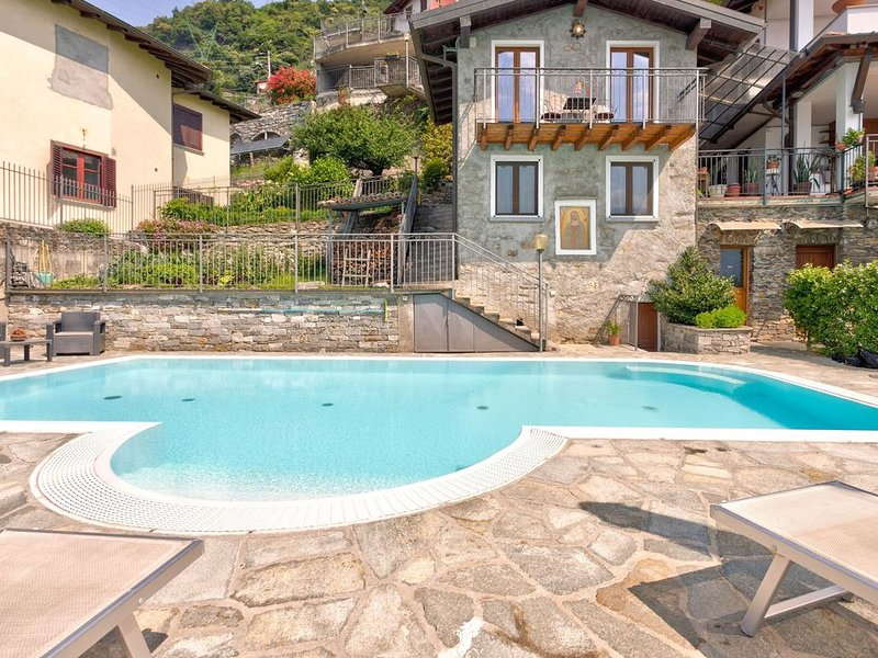 Modern Holiday Home with Swimming Pool in Gravedona, holiday rental in Gravedona ed Uniti