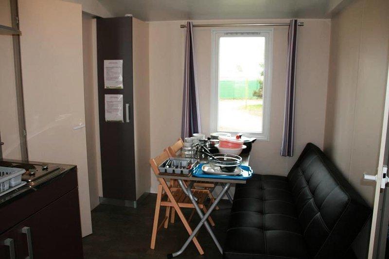 Camping Le Rochat*** - Mobil Home Privilège 3 Pièces 6 Personnes, casa vacanza a Levroux