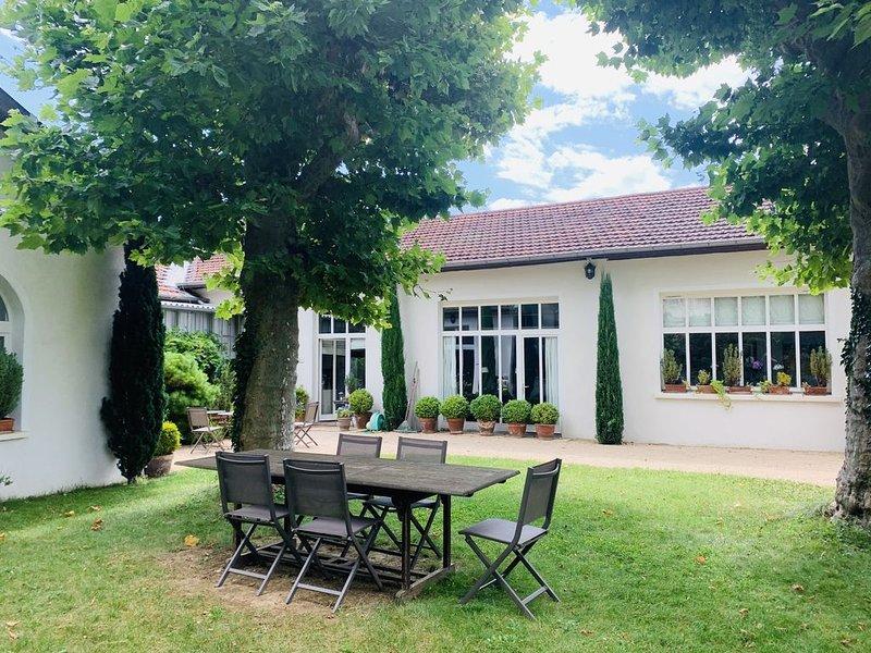 Maison de Charme à proximité de Lyon, aluguéis de temporada em Lozanne