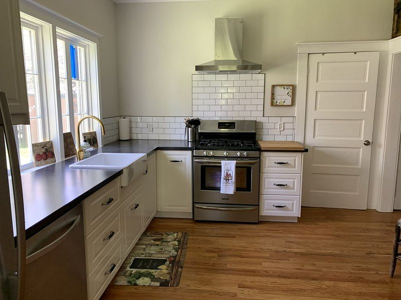Renovated 3 Bedroom, 2 Bath In The Heart of Old Town, holiday rental in Clark