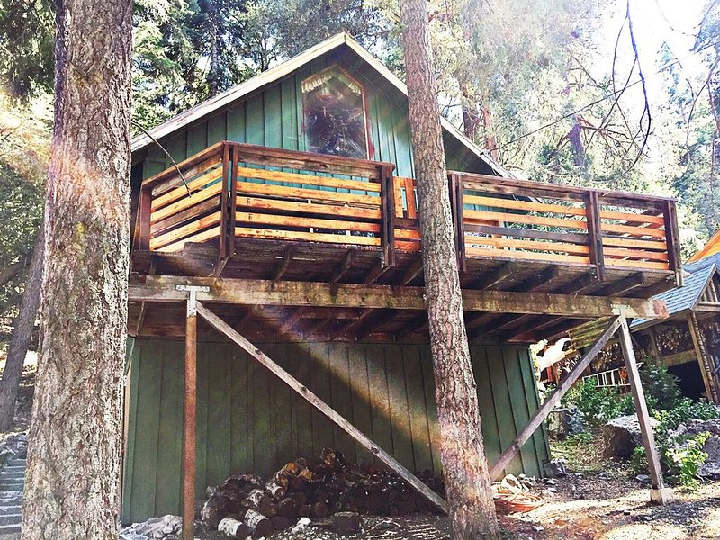 Perfect Location! Hiker's and Dogs (2) Paradise.! Walk to Trails!, holiday rental in Yucaipa