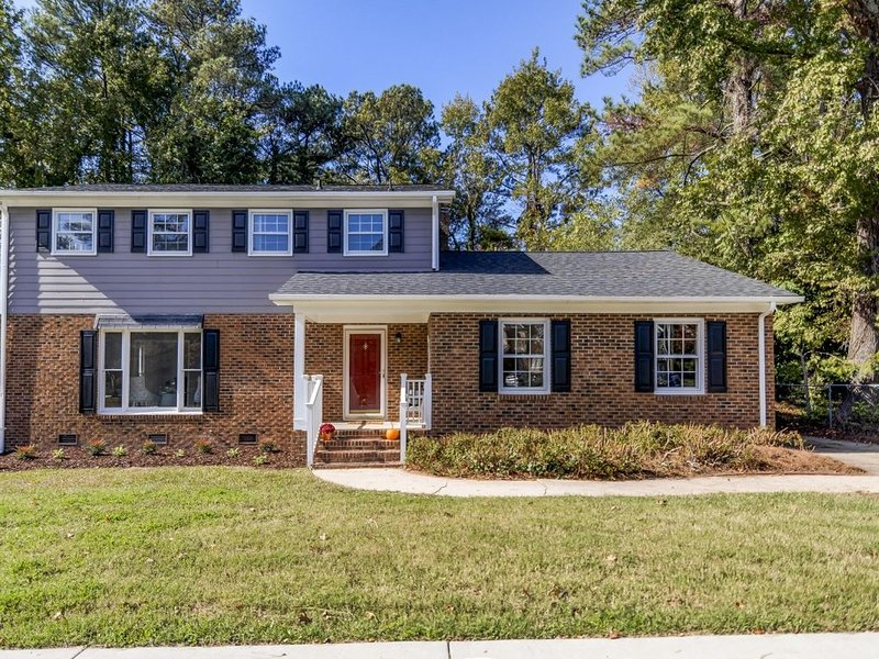 Mighty Mansion 2 - Near Downtown + North Hills – semesterbostad i Raleigh
