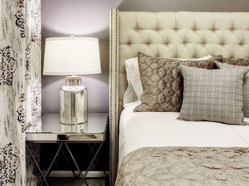 Ultimate Denver Getaway, Designer Apartment!, vacation rental in Denver