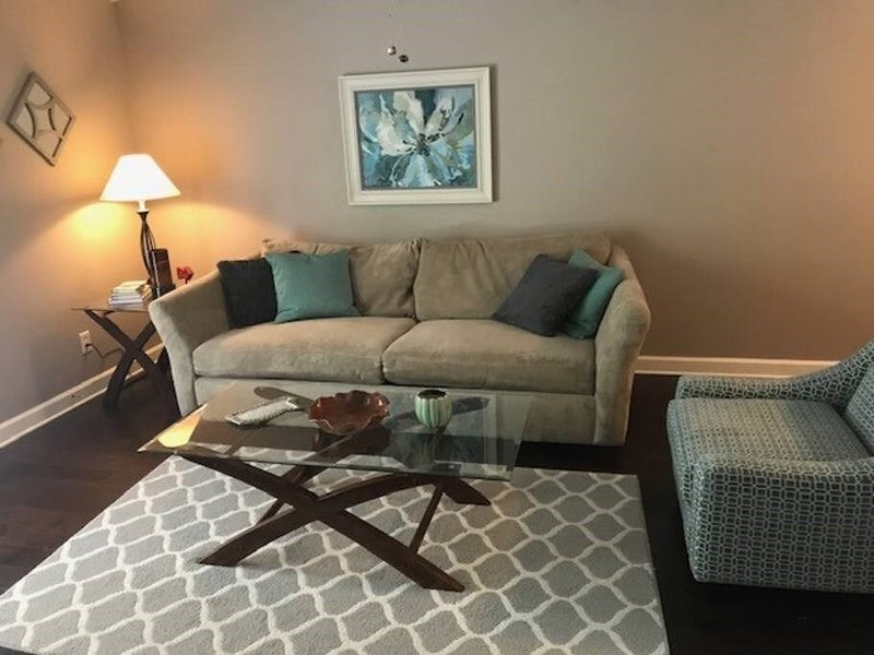 F7: Less than 1 mile to Ole Miss and Baptist Hospital!, holiday rental in University
