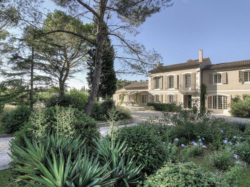 Premier location between St. Remy and St. Etienne du Gres., casa vacanza a Mas-Blanc-des-Alpilles