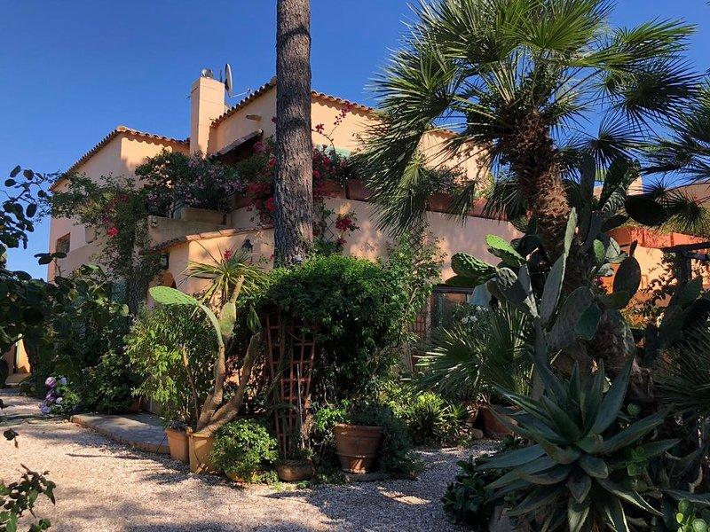 Villa unique 5 chambres, bord de mer, San Cyprianu Corse du Sud, location de vacances à Lecci