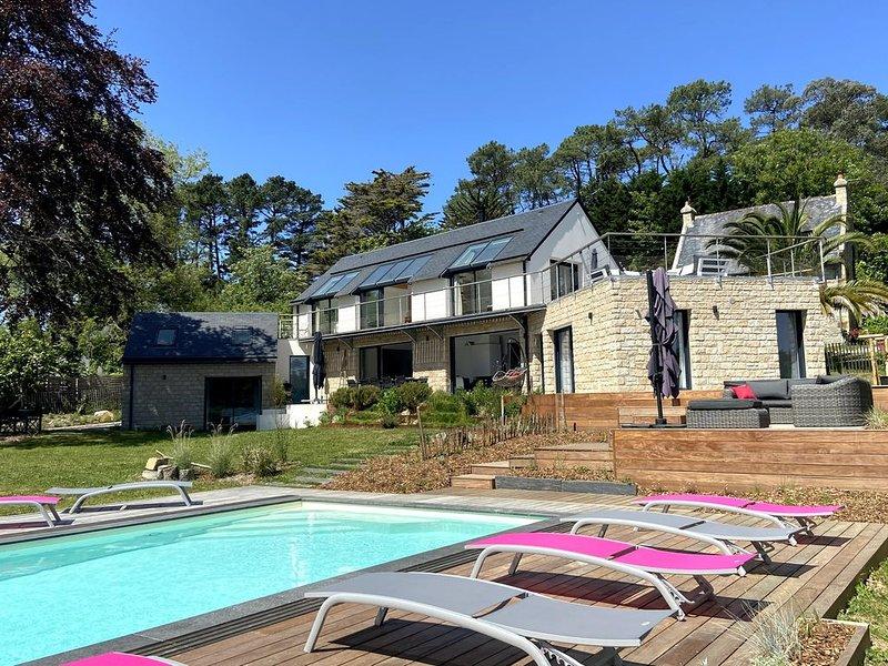 Maison d'architecte 4* de 2018, piscine chauffée, spa, baie de Morgat, holiday rental in Crozon