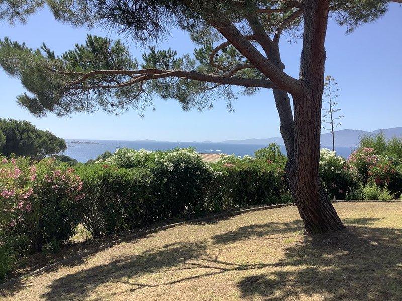 Ground independent villa with sea view at 200m garden, location de vacances à Pietrosella