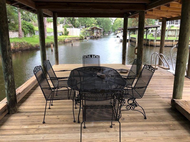 WATERFRONT WITH POOL -   LUXURY RENTAL - EASY ACCESS  ST. JOHNS RIVER, vacation rental in Satsuma