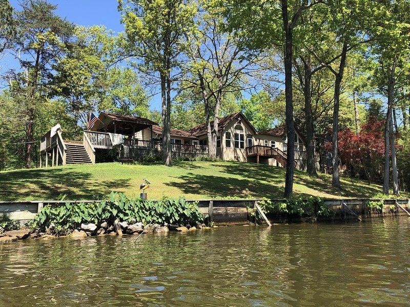 Family Friendly Lake House, alquiler de vacaciones en Clanton