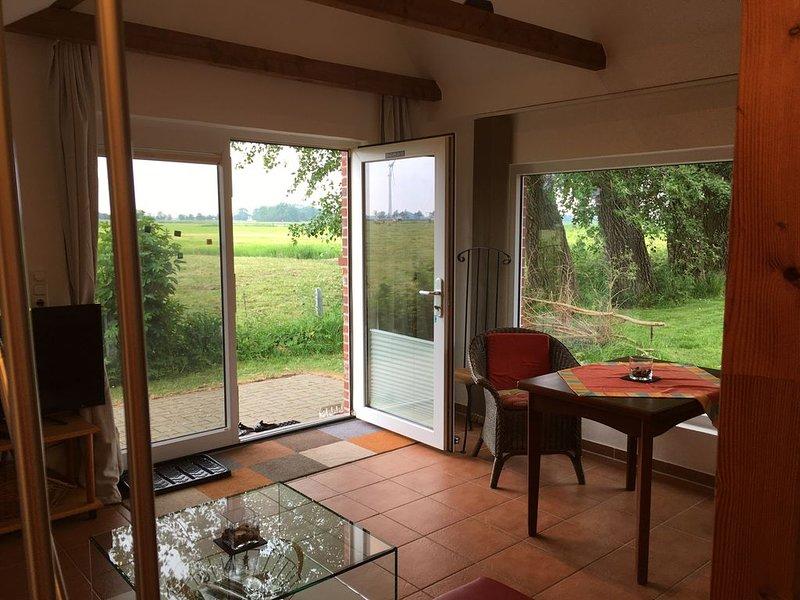 Hell und offen gestaltetes Apartment in ruhiger Lage., holiday rental in Tossens