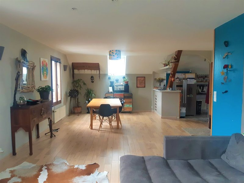 Annecy. T4 duplex agréable et lumineux. Idéal famille., holiday rental in Cran-Gevrier
