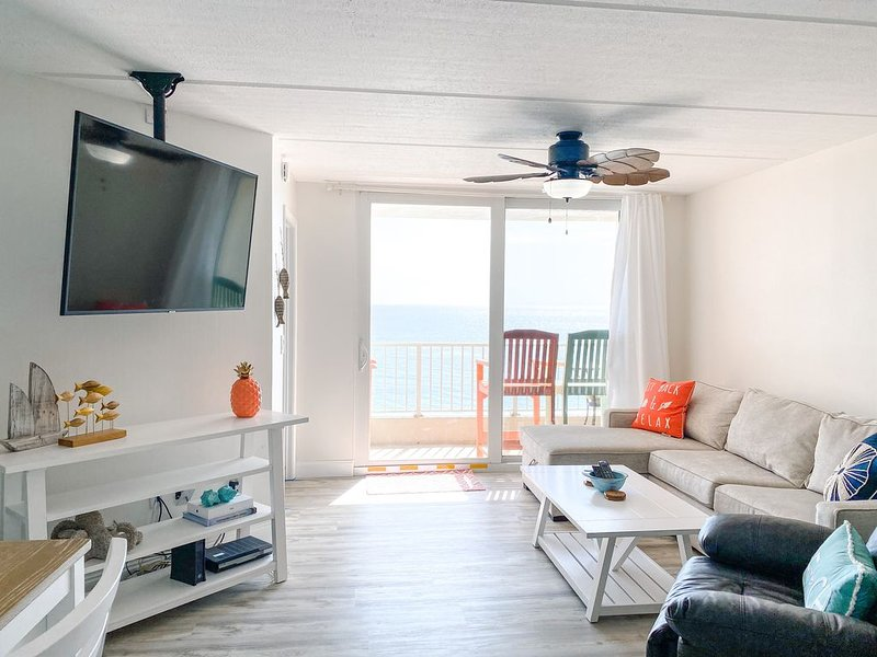 ***NEWLY RENOVATED*** Direct Oceanfront Beach Condo on No-Drive Beach, vacation rental in Ponce Inlet