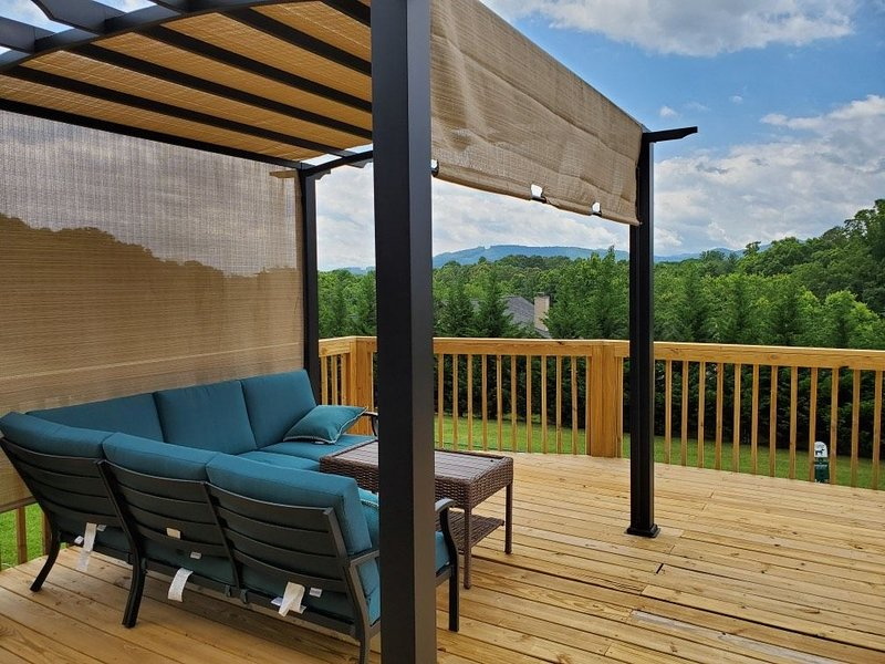 Asheville Mtn LUXURY 6 min to Asheville NEW Sleeps 19 GAME ROOM AND SPA!, holiday rental in Candler