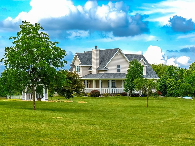 Large Spacious Beautiful Country Home, vacation rental in Higginsville