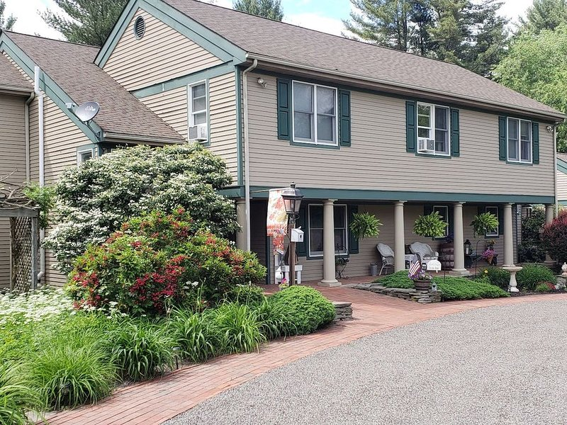 Paper Mill Pines Bed & Breakfast, vacation rental in Luzerne County