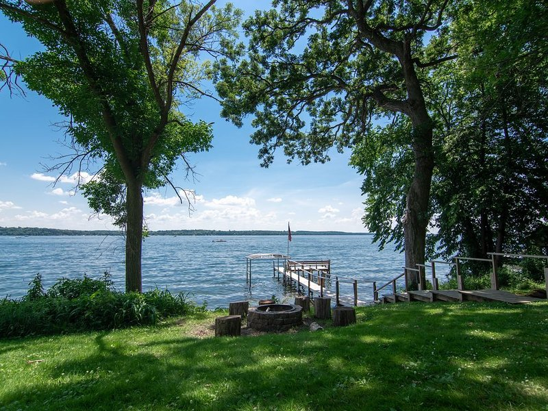 Carter Cottage - Private Lakefront Getaway, alquiler de vacaciones en Green Lake