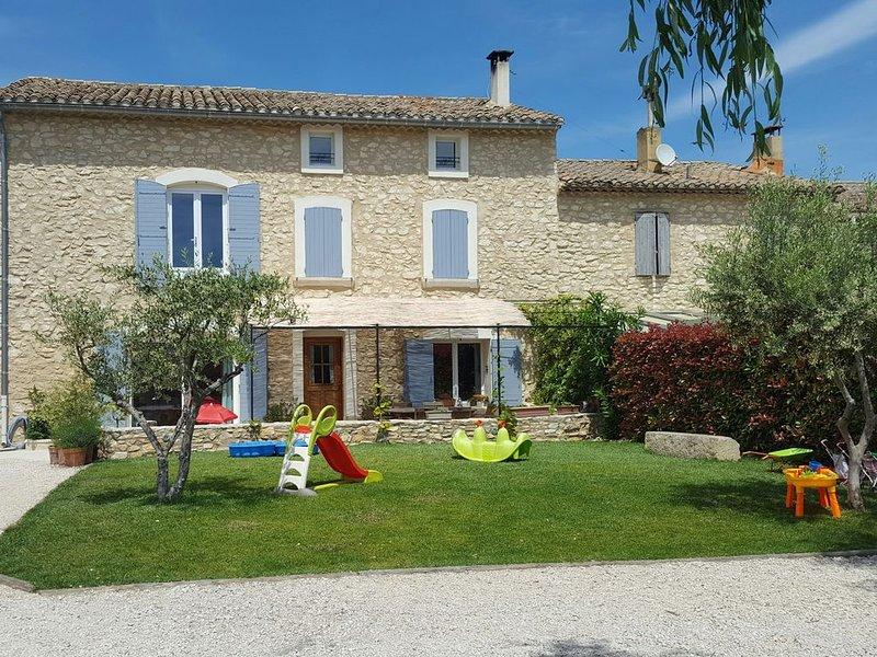 Belle maison de village à proximité d'Avignon et l'Isle sur la sorgue, location de vacances à Cabannes