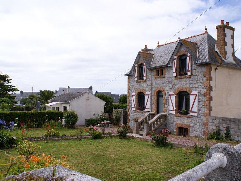 Maison typique ile grande 60m2, 4 personnes, 2 chambres, casa vacanza a Pleumeur Bodou