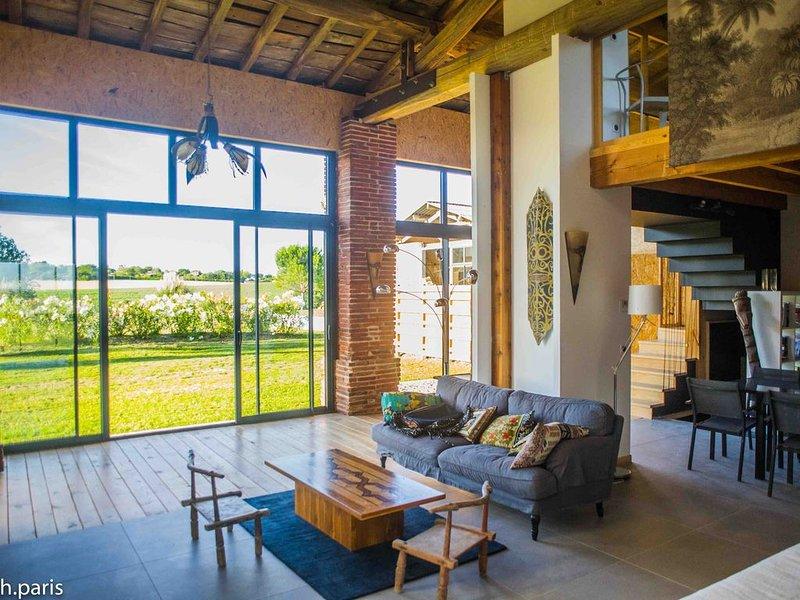 Les Gîtes de Borde Haute 'LE LOFT' duplex-vue panoramique-jardin-terrasses, vacation rental in Verfeil