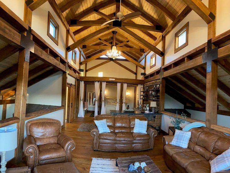 Barndominium Extraordinaire, vacation rental in Waleska